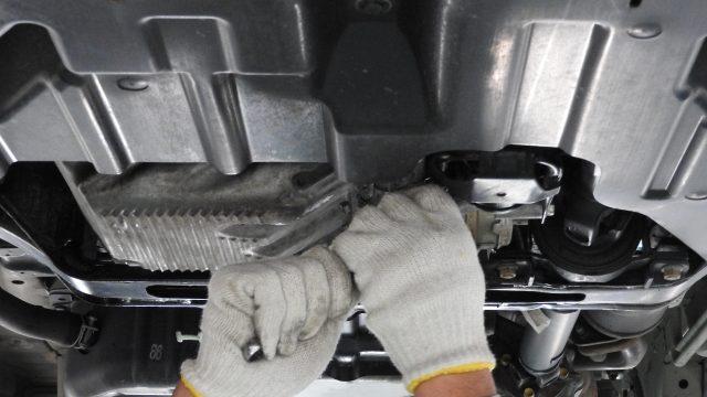エンジンオイル漏れの解決とオイル交換の費用・価格・工賃_アイキャッチ