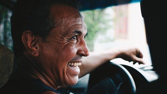 トラックドライバーの仕事ってきついの?運転手の勤務形態や労働時間は過酷?_アイキャッチ