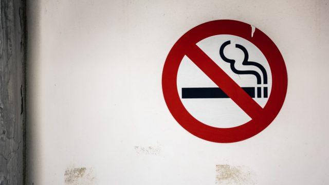 タクシードライバーの喫煙や運転手の屋外のタバコ休憩はOK?_アイキャッチ