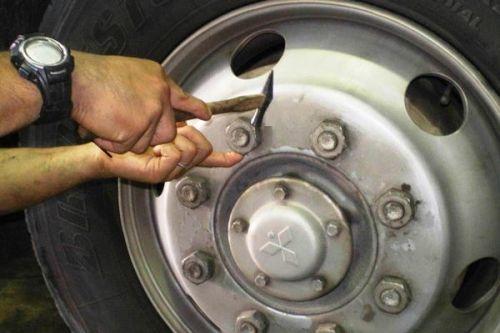 事業用自動車・トラックの日常点検:ディスク・ホイールの点検_アイキャッチ
