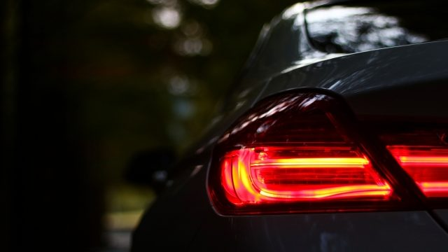事業用自動車・トラックの日常点検:ランプ類の点検_アイキャッチ