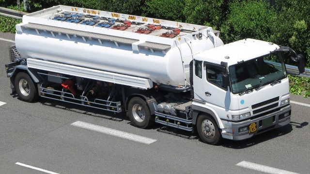 危険物積載車両のドライバーの仕事とは_アイキャッチ