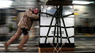 トラックドライバーの積み込み・荷降ろしと手積み・手降ろし_アイキャッチ