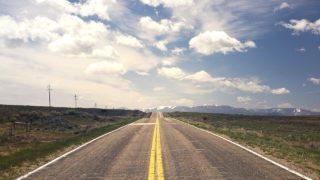 トラックドライバーの走行距離は平均してどれくらい?_アイキャッチ