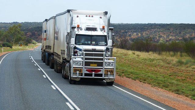 長距離トラックドライバーがきついし過酷な仕事といわれる理由がまるわかり